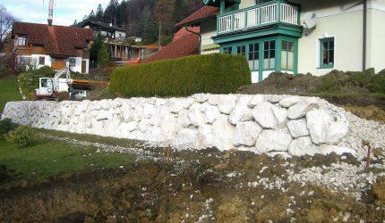 Steinschlichtungen . Steinmauer . Bagger . Befestigung (13)