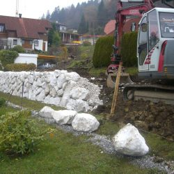 Steinschlichtungen . Steinmauer . Bagger . Befestigung (15)