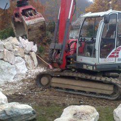 Steinschlichtungen . Steinmauer . Bagger . Befestigung (6)