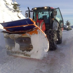Winterdienst . Traktor . Schneeräumung (6)